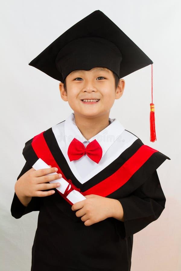 Menino chinês da graduação foto de stock