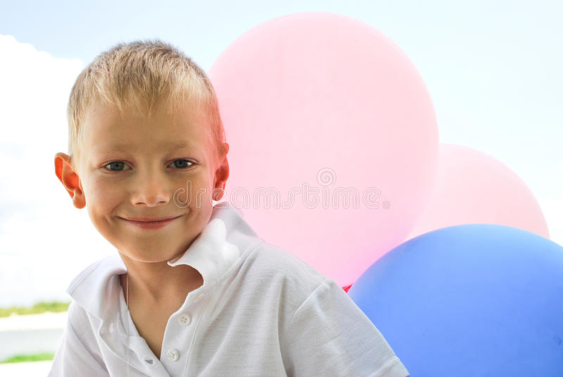 Menino com balões fotografia de stock