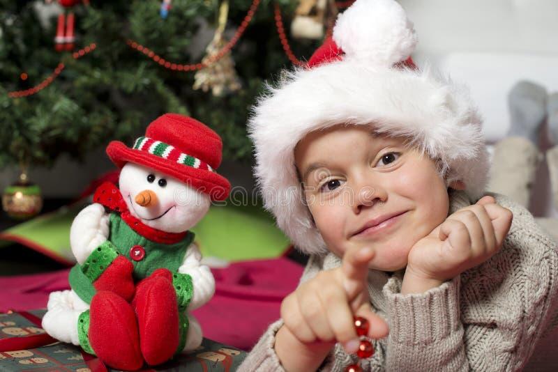 Menino com chapéu de Santa fotos de stock royalty free