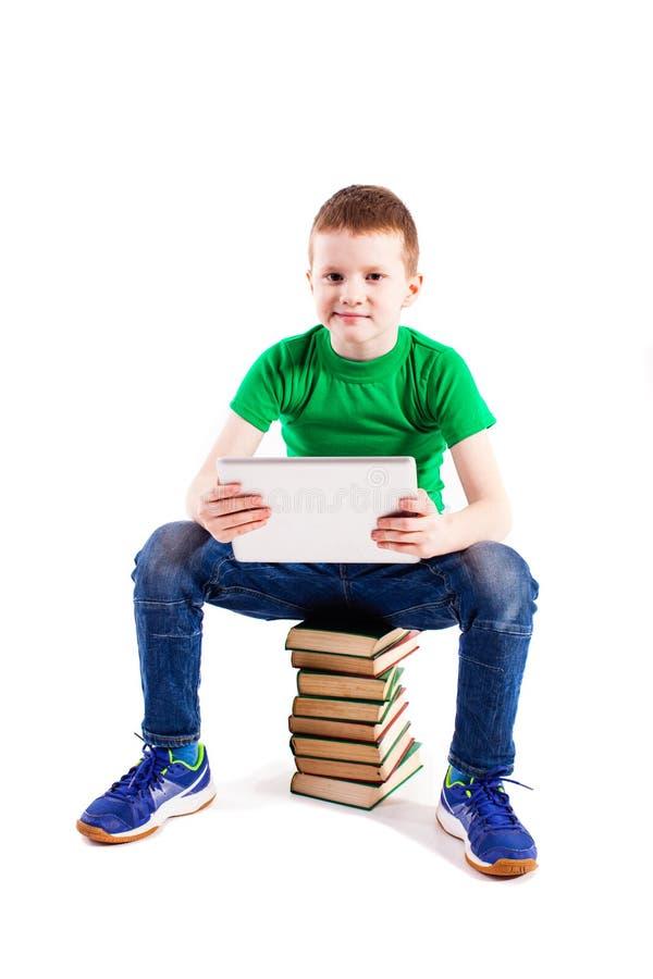 Menino com portátil e livros foto de stock royalty free