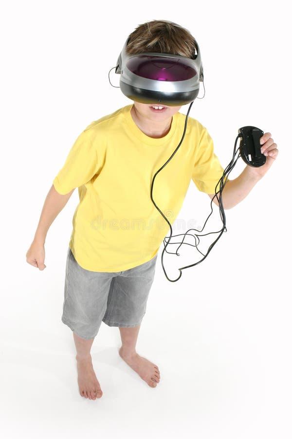 Menino com um jogo da realidade virtual fotografia de stock