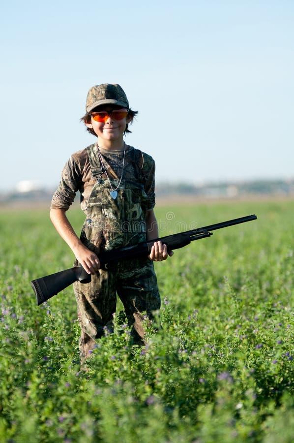 Menino da caça da pomba fotografia de stock