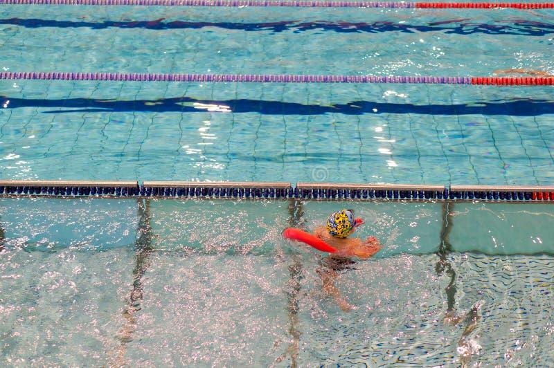 Menino da natação imagem de stock royalty free