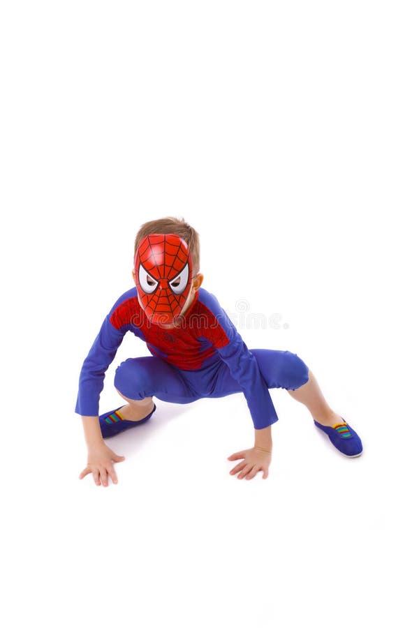 Menino de cinco anos no traje de Spider-Man imagem de stock