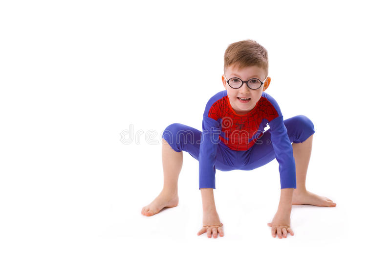 Menino de cinco anos no traje de Spider-Man fotografia de stock royalty free