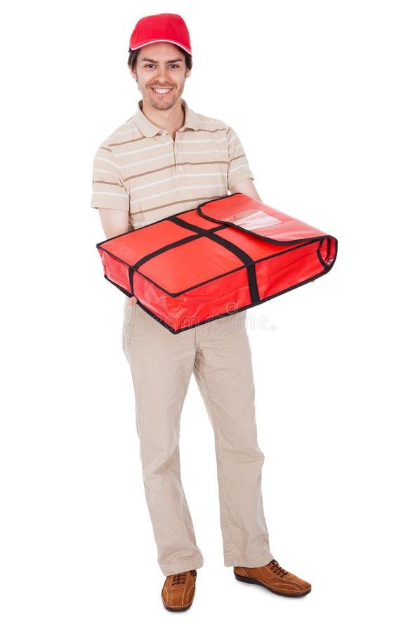 Menino de entrega da pizza com saco térmico foto de stock