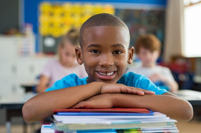 Menino de escola africano orgulhoso fotografia de stock royalty free
