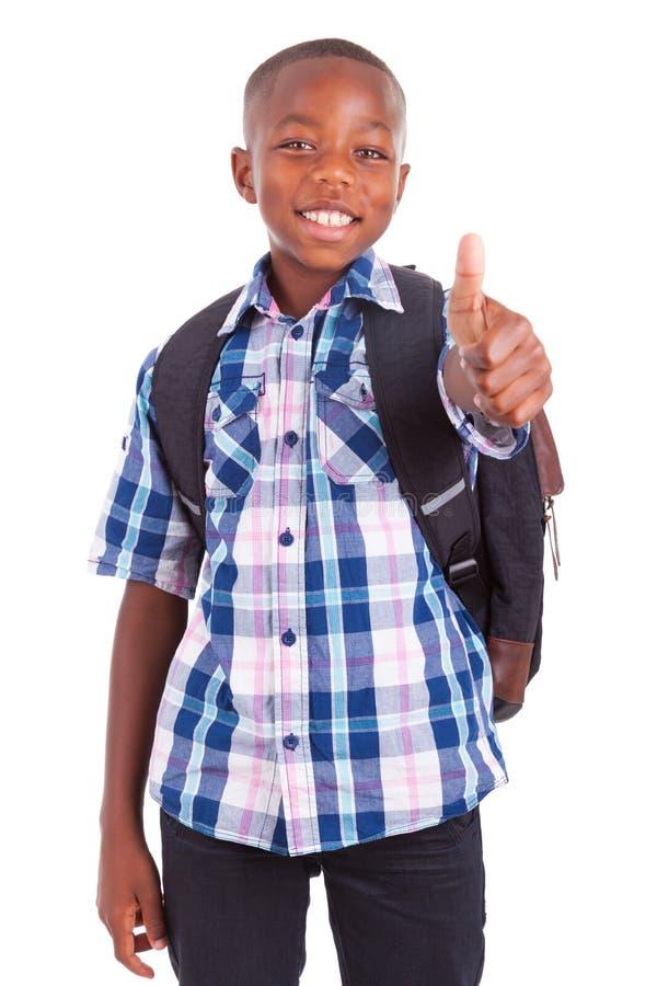 Menino de escola afro-americano que faz pessoas negras dos polegares acima - imagem de stock