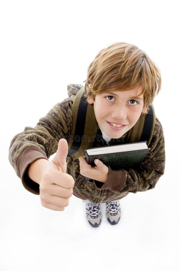 Menino de escola de sorriso com polegares acima fotografia de stock