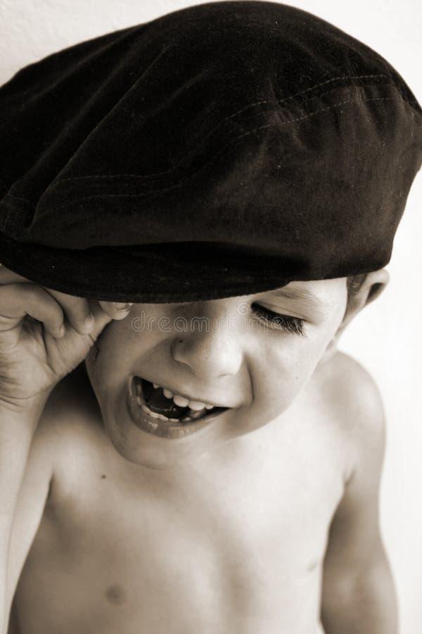 Menino de riso no chapéu fotos de stock