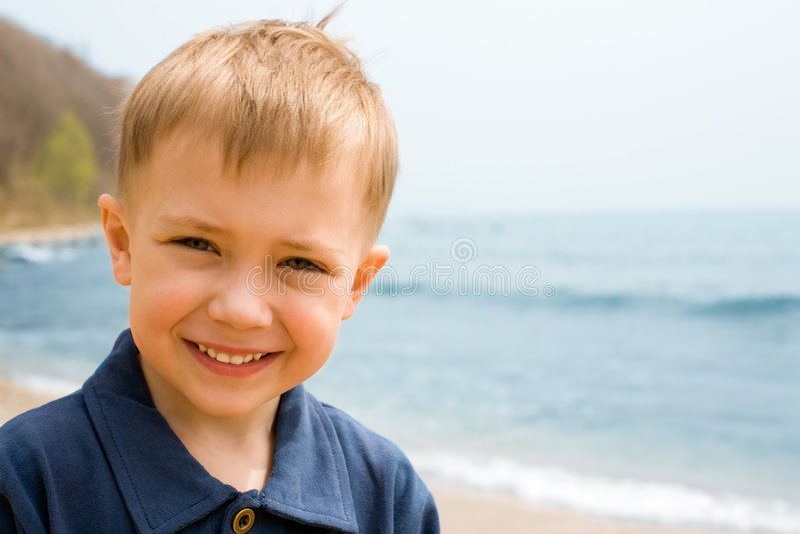 Menino de sorriso imagens de stock