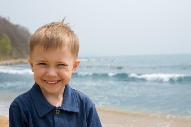 Menino de sorriso imagens de stock royalty free