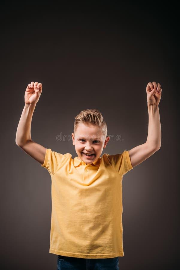 menino de sorriso do preteen que gesticula, isolado fotografia de stock royalty free