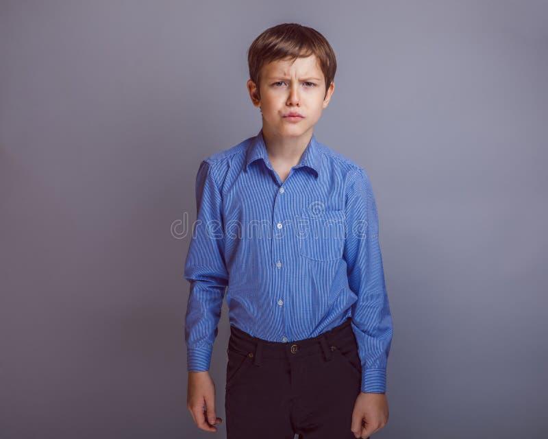 Menino do adolescente de 10 anos de aparência do europeu imagens de stock royalty free