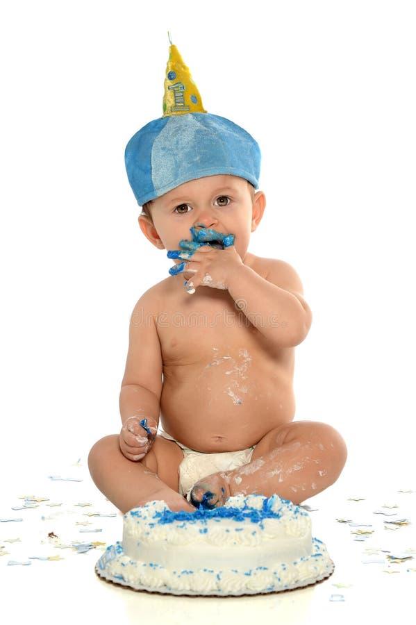 Menino do bebê de um ano com bolo de aniversário fotografia de stock