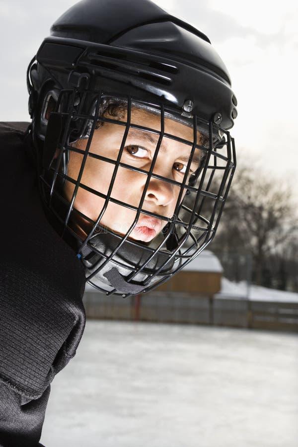 Menino do jogador de hóquei do gelo. imagem de stock royalty free