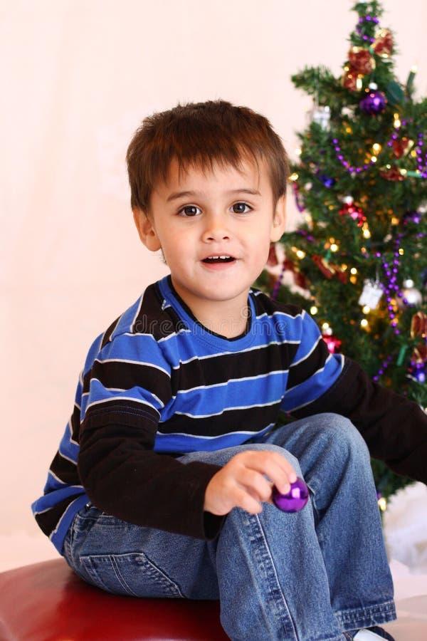 Menino do Natal da criança de três anos fotografia de stock