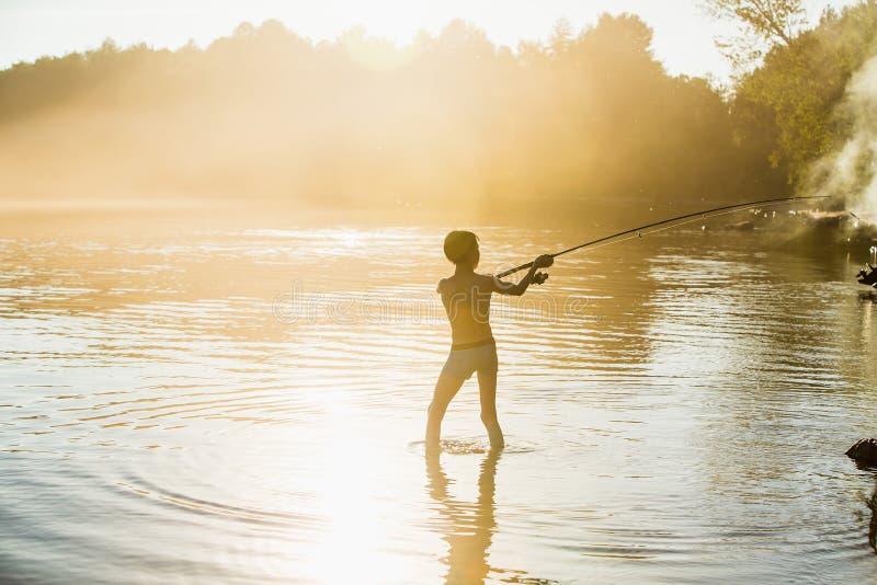 Menino do pescador com giro foto de stock royalty free