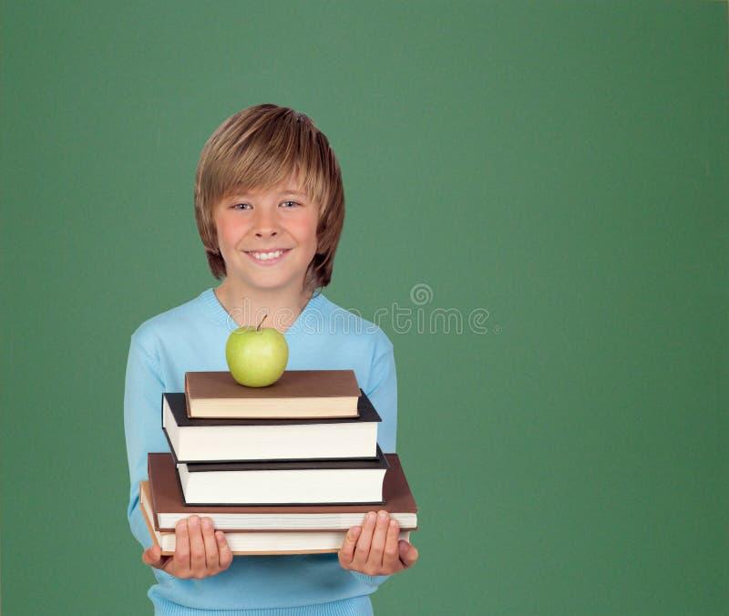 Menino do Preteen com muitos livros imagem de stock royalty free
