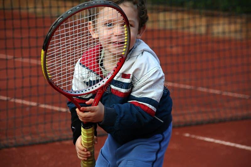 Menino do tênis imagem de stock royalty free