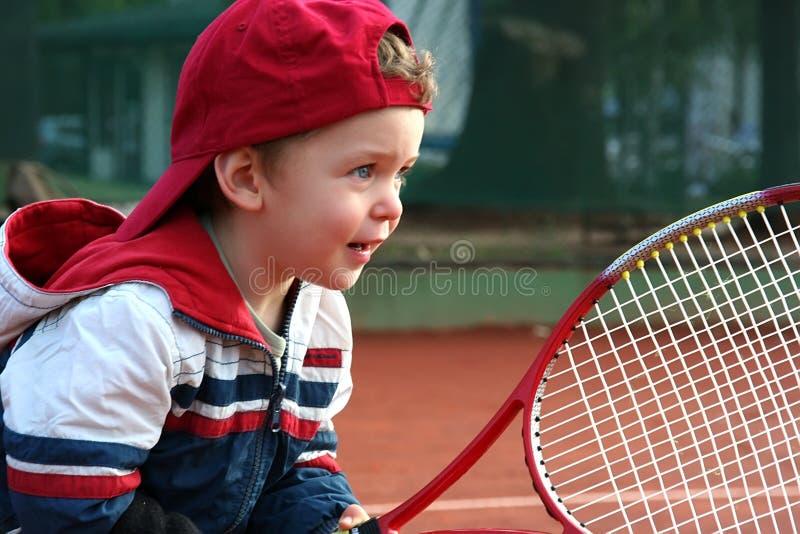 Menino do tênis foto de stock royalty free