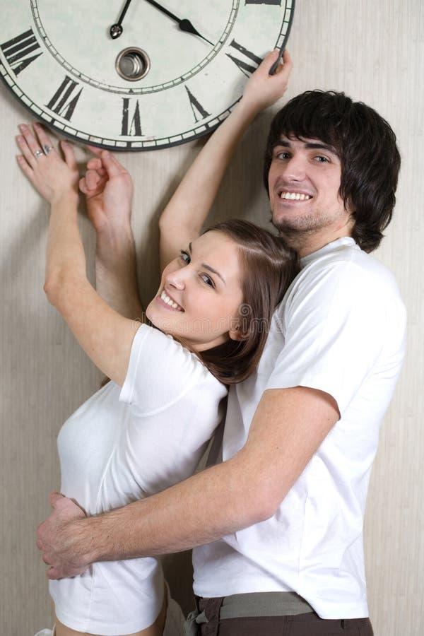 Menino e menina com horas fotografia de stock royalty free