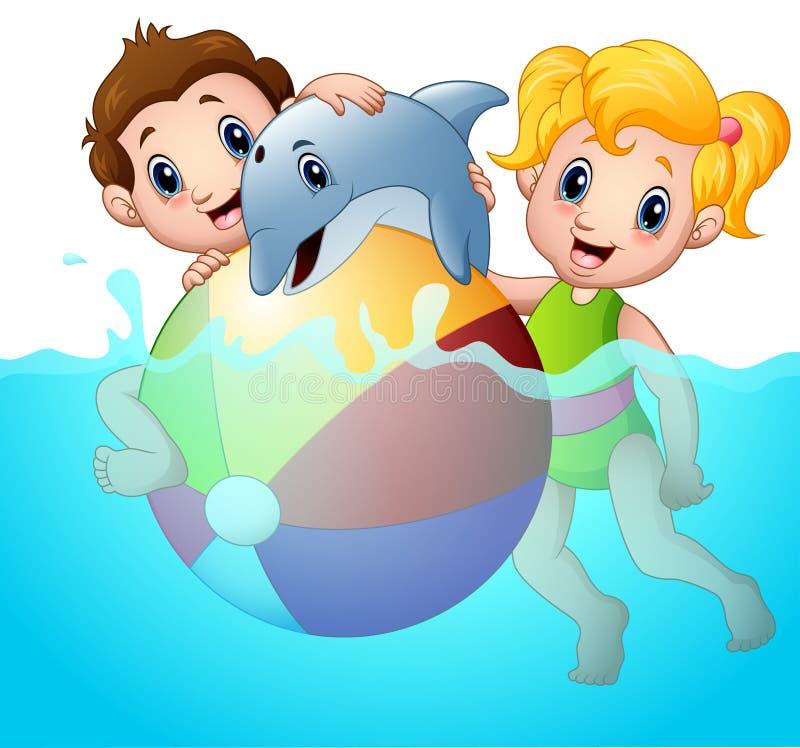 Menino e menina dos desenhos animados que jogam a bola de praia com o golfinho na água ilustração do vetor