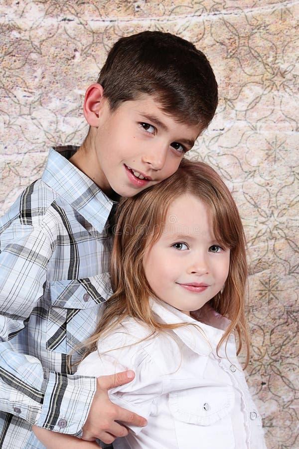 Menino e menina junto fotografia de stock