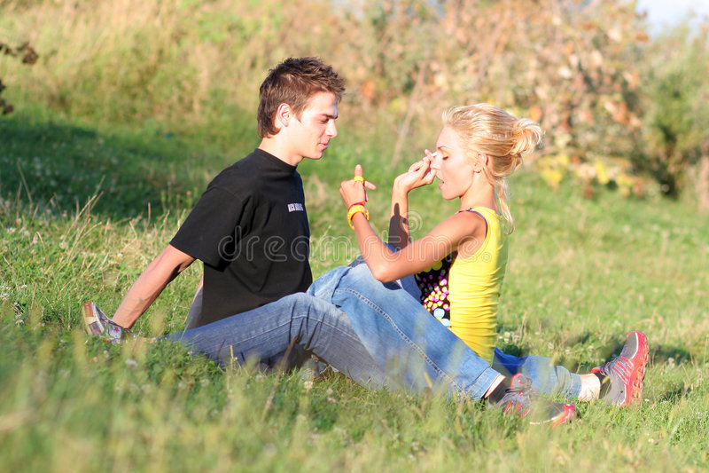 Menino e menina 'sexy' dos pares foto de stock