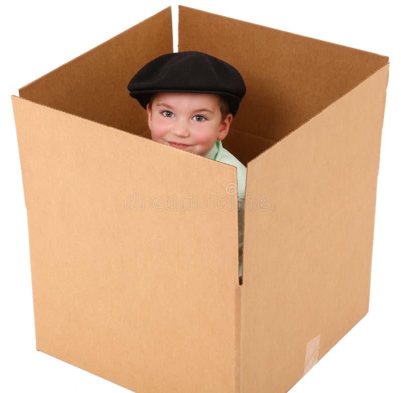 Menino em uma caixa fotografia de stock royalty free