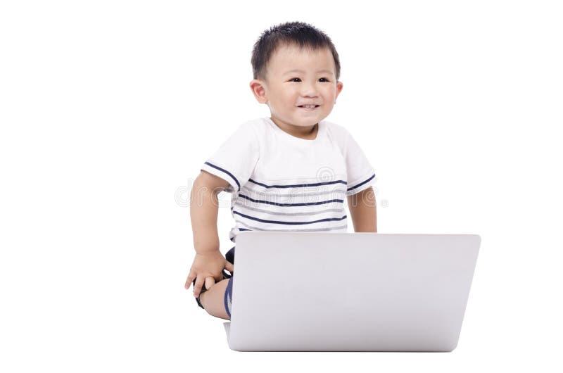 Menino esperto com um computador fotos de stock