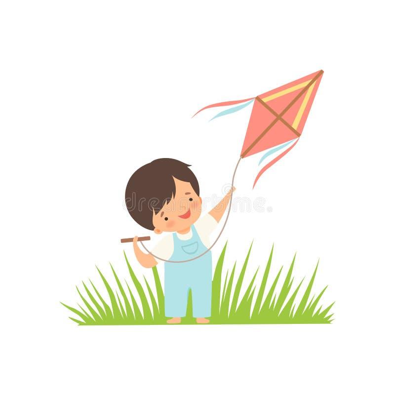 Menino feliz bonito que aprecia voando o papagaio no prado verde, personagem de banda desenhada adorável da criança que joga fora ilustração do vetor