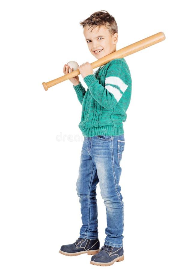 Menino feliz novo com bastão de beisebol de madeira e bola isolada no wh imagem de stock royalty free