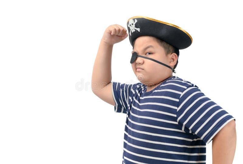 Menino gordo que veste um músculo da mostra do traje do pirata fotos de stock