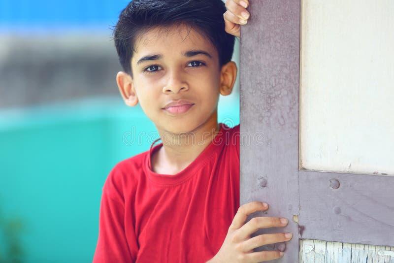 Menino indiano que levanta à câmera fotos de stock royalty free