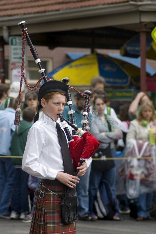 Menino irlandês do bagpipe fotografia de stock royalty free