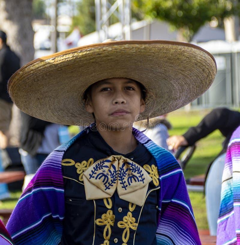 Menino latino de vestido mexicano tradicional fotos de stock royalty free