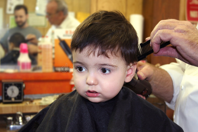 Menino no barbeiro imagens de stock royalty free