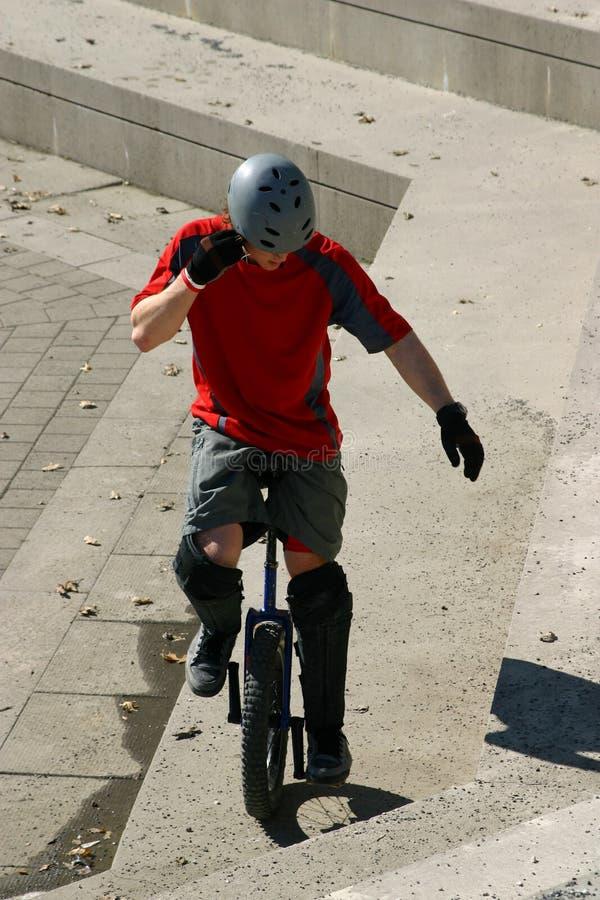 Menino no unicycle imagem de stock