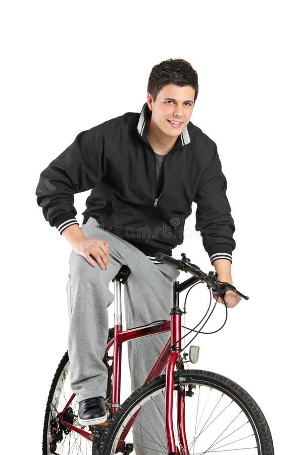 Menino novo que levanta em uma bicicleta imagem de stock royalty free