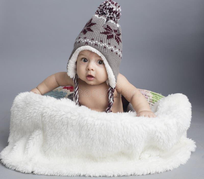 Menino pequeno dentro da pele fotos de stock royalty free