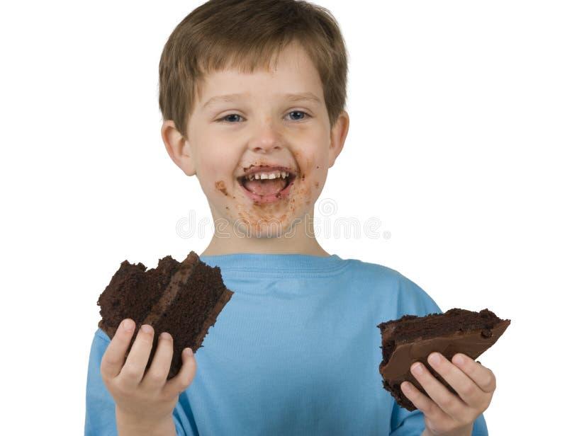 Menino que come o bolo imagens de stock royalty free
