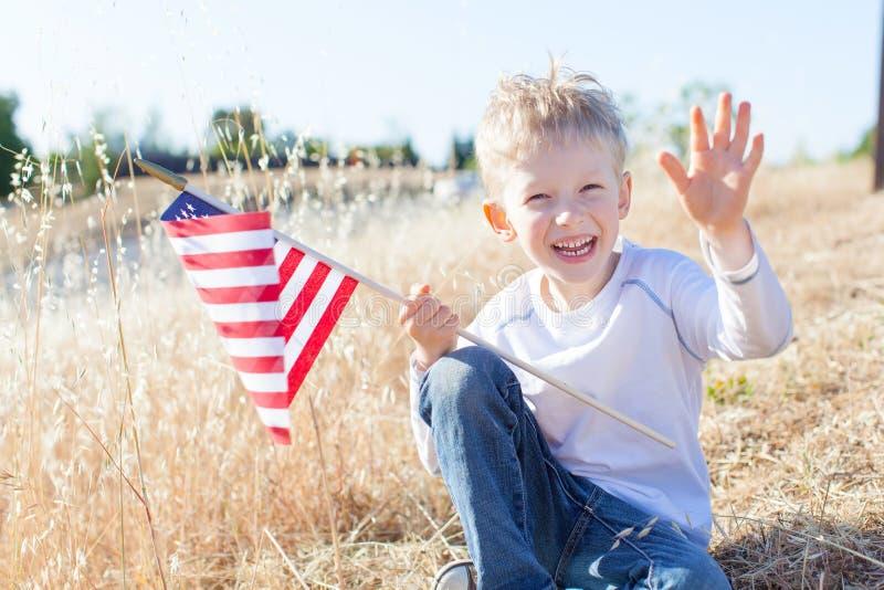 Menino que comemora o Dia da Independência fotos de stock