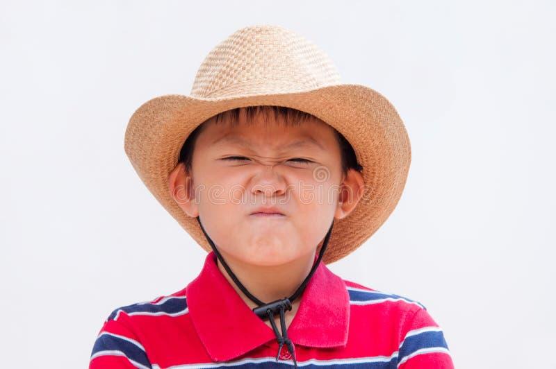 Menino que faz uma face disgusted. foto de stock