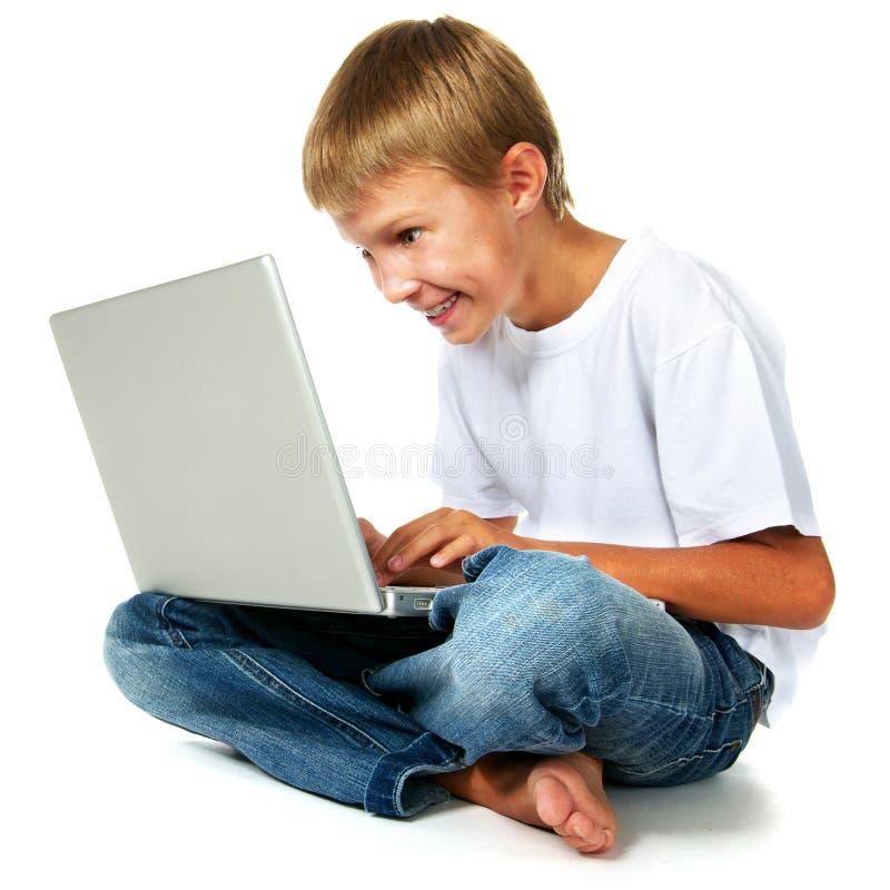 Menino que joga o jogo de computador fotografia de stock royalty free