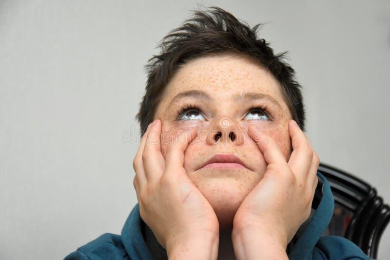 Menino triste do adolescente fotografia de stock