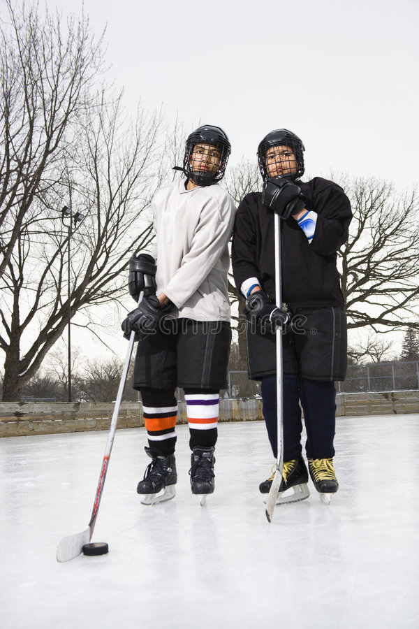 Meninos do jogador de hóquei do gelo. imagem de stock royalty free
