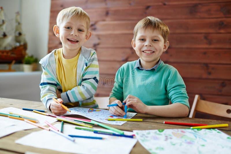 Meninos felizes imagem de stock royalty free