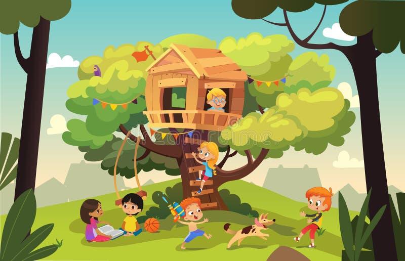 Meninos felizes e meninas multirraciais que jogam e que têm o divertimento na casa na árvore, nas crianças que jogam com cão, e n ilustração royalty free