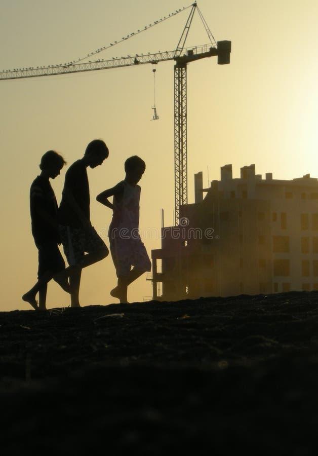 Meninos na praia fotos de stock